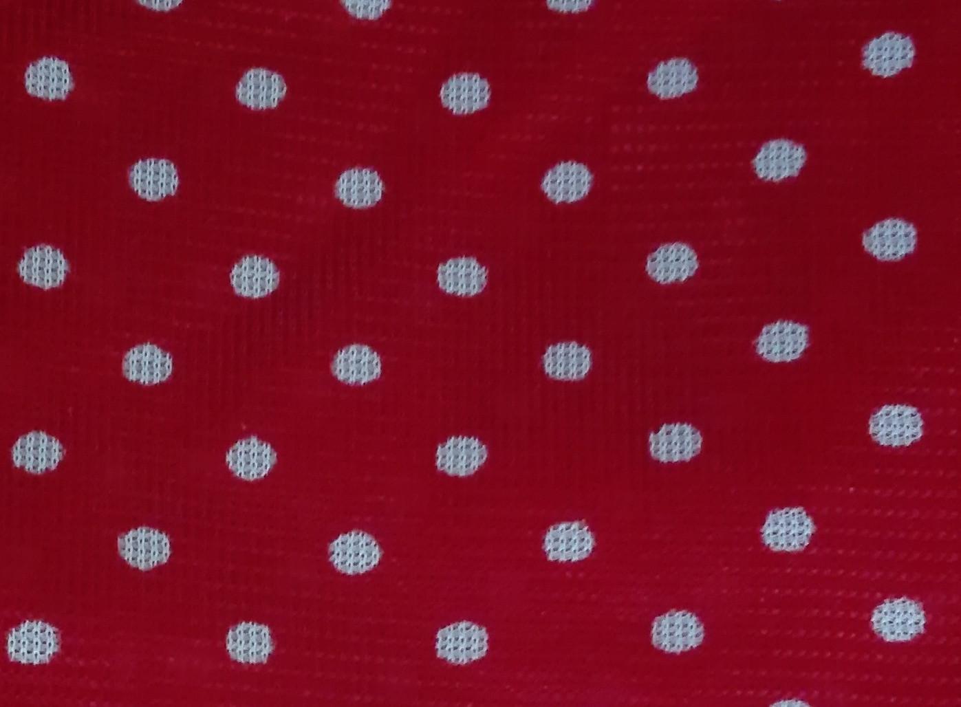 białe groszki na czerwonym